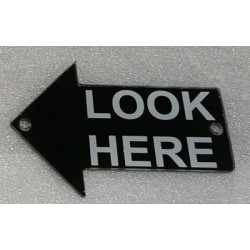 "PL0008 - ""LOOK HERE"" 1 METHACRYLATE RIGHT ARROW. (8x12 cm - Inch 3,15x4,72)"
