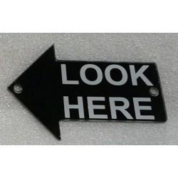 "PL0009 - ""LOOK HERE"" 2 METHACRYLATE RIGHT ARROW. (6,5x11,2 cm - Inch 2,56x4,41)"